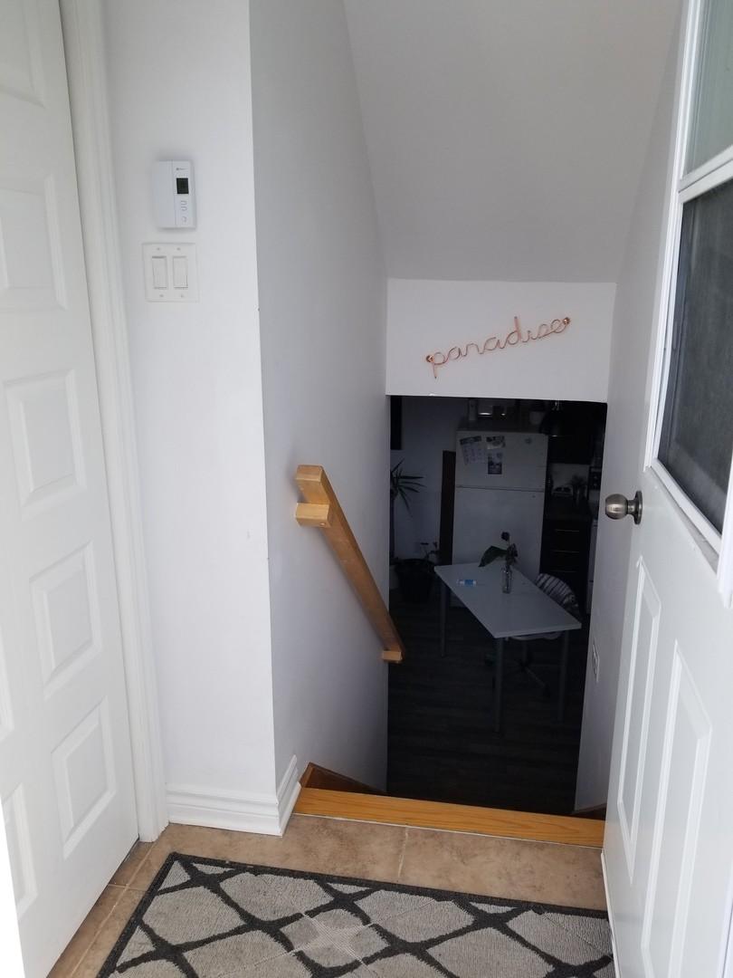 Appartement louer saint amable 213 du cardinal kangalou for Fenetre a cardinal
